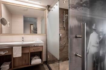 Bathroom in the single room