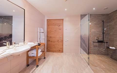 Barrier-free bathroom in the room Grenzenlos