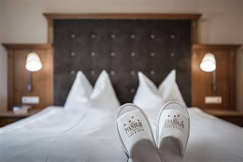 Gemütliches Bett in der Pfandler Suite