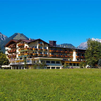 Hotel Pfandler Außenansicht Sommer