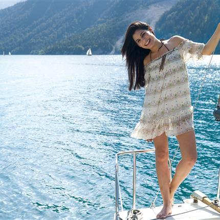 Woman posing while sailing
