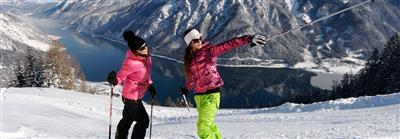 Skifahrerinnen auf Piste